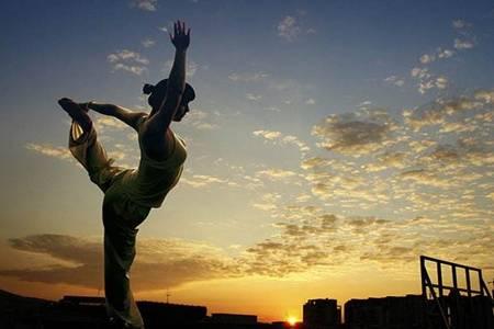 练习瑜伽的好处是什么 改善青少年脊柱侧弯等不良体态