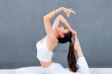 女人应不应该给自己报个瑜伽 女人练瑜伽的好处及用处