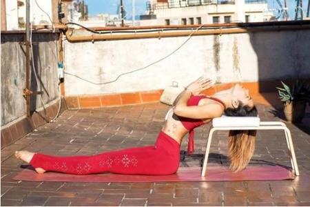 拉筋最简单的瑜伽动作图片,入门级的瑜伽动作轻松做起来
