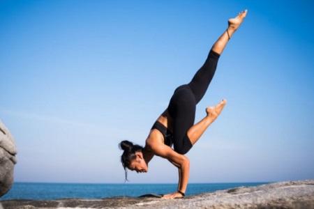 四组提升气质的瑜伽动作,女性坚持练习随时拥有好体态