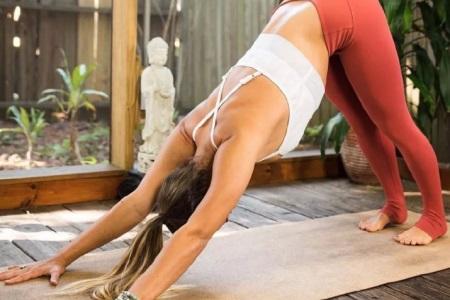 月经推迟不来什么原因,瑜伽动作调理女性月经不调