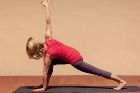 瑜伽初入门教学视频,详细分解拜日式瑜伽动作以及图片