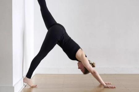 瑜伽初入门:如何练好瑜伽中的倒立动作