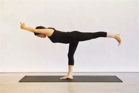 女性腹部疼痛肠胃不好,瑜伽动作打开治疗新方式