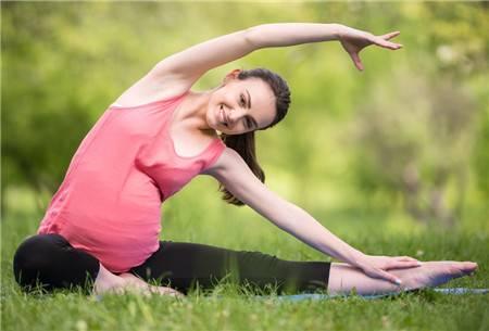 孕妇瑜伽好处多,但是四大孕妇事项要注意