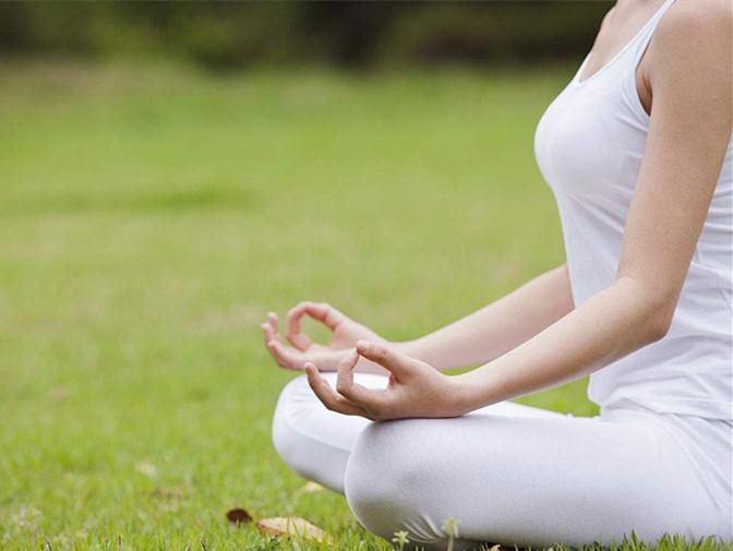 瑜伽初学,轻松盘出莲花坐