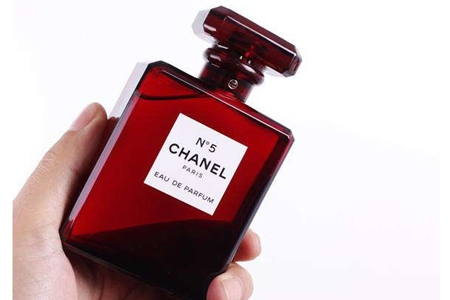 香奈儿五号香水获得FIFI奖最佳包装,它凭什么经久不衰