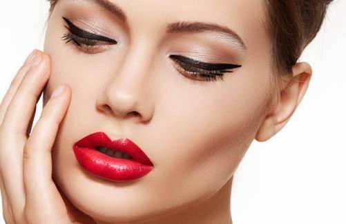 彩妆容易花 这些彩妆补救妙计真能帮到你
