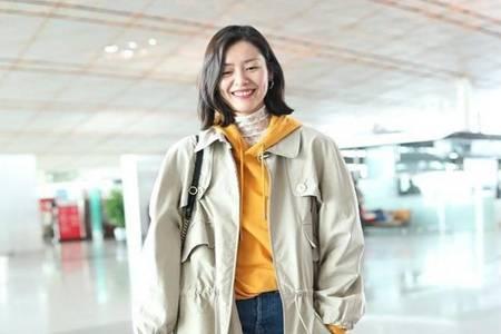 2020冬季如何穿出减龄气质高级感 卫衣+外套刘雯的正确打开方式