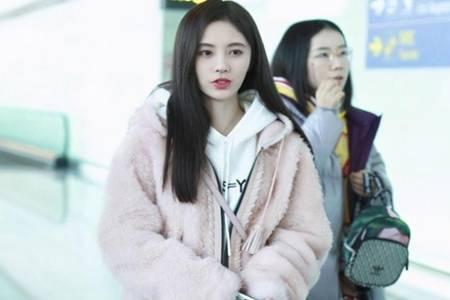 冬季最流行的时尚单品是什么 超洋气的羊羔毛外套寒冬的正确打开方式