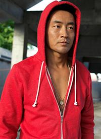 演员霍亚明最新写真 秀健硕肌肉运动力爆表