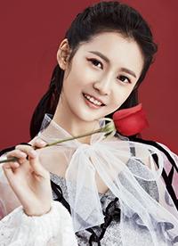 陈钰琪杂志写真大片公开 造型新颖玩转清新美妆