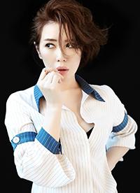 余男时尚杂志写真大片 鲜艳红唇展独特东方性感