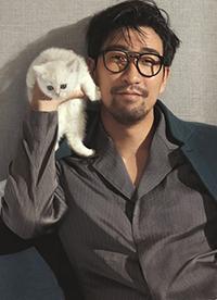 演员王千源最新时尚写真大片 与猫咪共度情人节