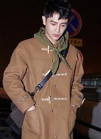 孙坚近期街拍曝光 飞行员外套+帽衫时尚温暖两不误