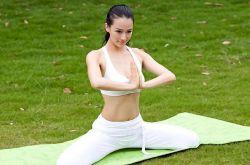 丰胸瑜伽帮你打造完美体形 提升罩杯还瘦身
