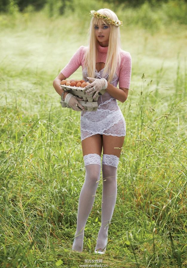 Miranda Kerr半裸出镜登《Vogue》2013年9月版