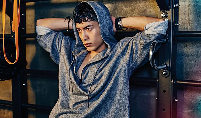 演员韩东君时尚写真 运动湿身肌肉半露引尖叫