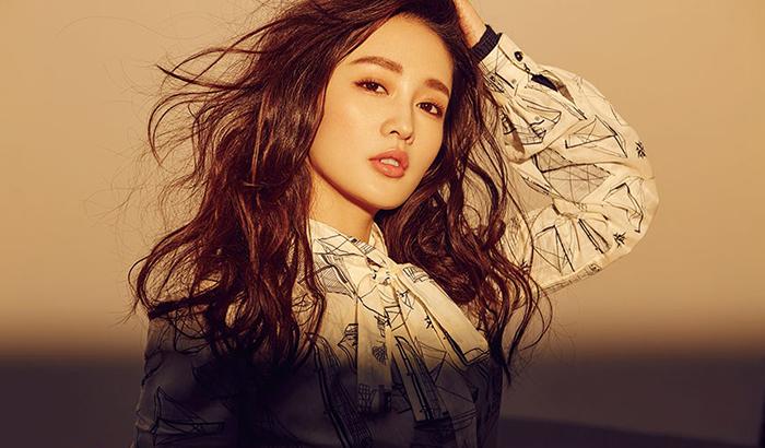 新生代演员李沁写真图片 轻松俏丽散发青春韵味